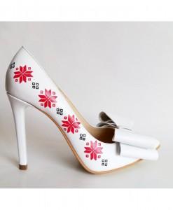 pantofi-motive-traditionale-pantofi-pictati-manual (1)