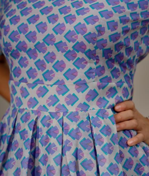 Rochie cu talia marcata si pliuri in partea inferioara