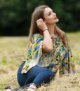 bluza-cu-maneci-foarte-largi-imprimeu-galben-cu-flori (3)