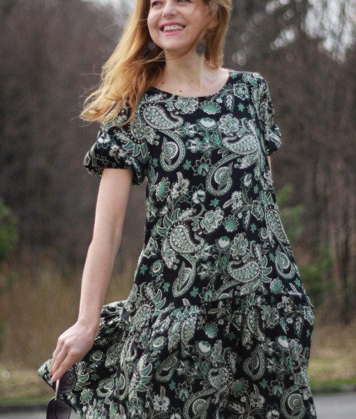 rochie-lejera-cu-maneca-scurta-negru-cu-imprimeu