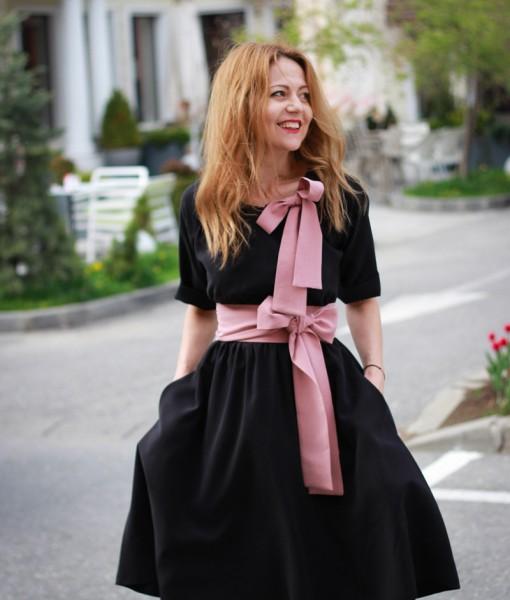rochie-neagra-midi-din-vascoza-plina