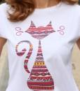 tricou-alb-despicat-pe-lateral-cu-pisica-etnica (1)