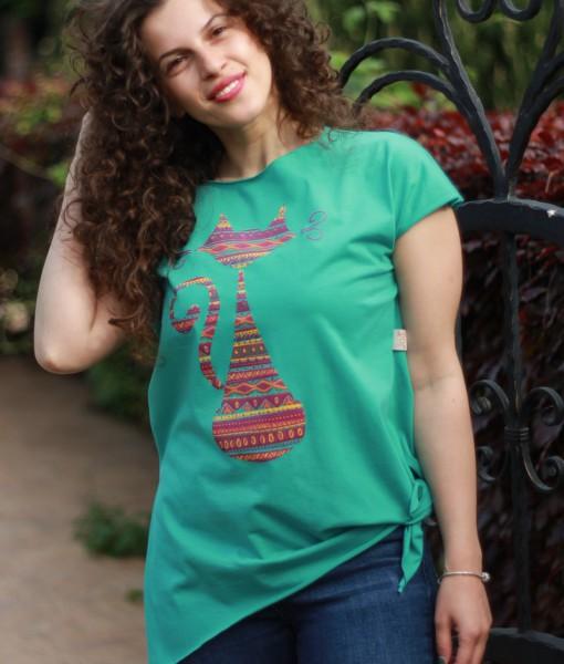 tricou-aqua-despicat-pe-lateral-cu-pisica-etnica-fucsia