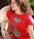tricou-rosu-despicat-pe-lateral-cu-pisica-etnica (1)