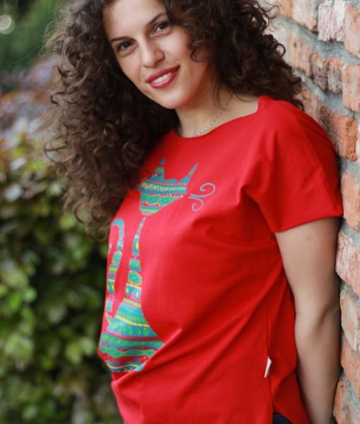 tricou-rosu-despicat-pe-lateral-cu-pisica-etnica (2)