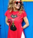 tricou-rosu-despicat-pe-lateral-cu-pisica-neagra-cu-margele-boho (1)