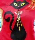 tricou-rosu-despicat-pe-lateral-cu-pisica-neagra-cu-margele-boho (3)