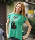 tricou-verde-despicat-pe-lateral-cu-pisica-neagra-cu-margele-boho (1)
